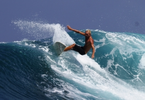 Surfing in Are Guling