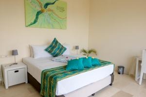 A bright Villa Atas Pelangi bedroom