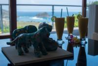 Art, healthy juices, and a view over Are Guling bay